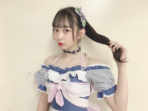 【朗報】AKB48大盛真歩ちゃんの谷間モロ見えキタ━━━(゚∀゚)━━━!!