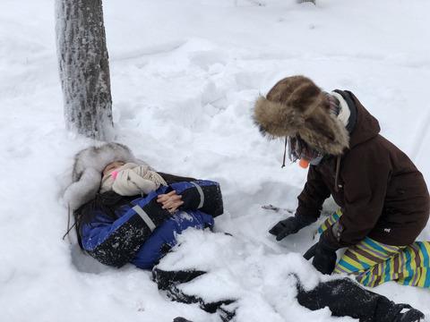 【悲報】NMB48矢倉楓子さん、フィンランドの雪中に没す