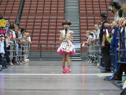【事案】HKT48の握手会会場で迷子がヲタに囲まれる!