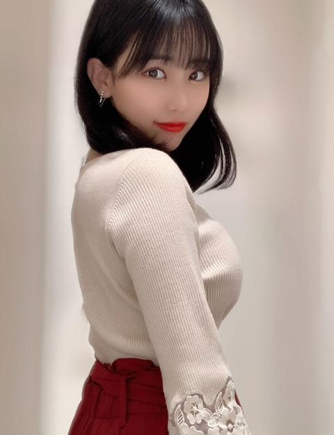 【HKT48】田中美久、破壊力抜群の白ニットコーデにファン悶絶「大人っぽくてドキドキする」