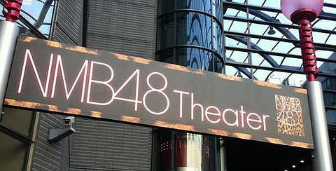 【朗報】HKT48に続いてNMB48劇場にも自販機