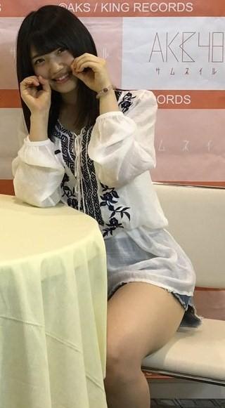【AKB48】ゆいりーが写メ会で太もも大サービス!!!【村山彩希】