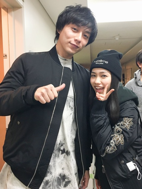 【悲報】田野ちゃんがイケメンに乳を押し当ててる・・・【AKB48・田野優花】