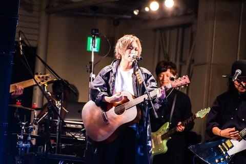 山本彩とかmiwaって本当にギター弾いてるの?