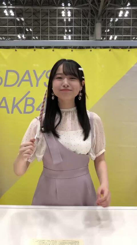 【朗報】AKB48久保怜音cがお●ぱいを出しながら握手会してる!!!
