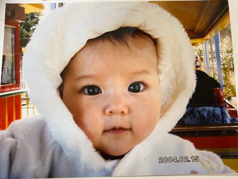 【朗報】=LOVE齊藤なぎさちゃん、子供の頃から黒目がデカかった