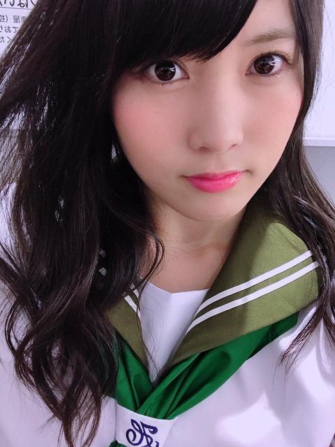 【悲報】AKB48岡部麟さん、腕時計したまま配信しただけで彼氏へのアピールと認定されてしまう
