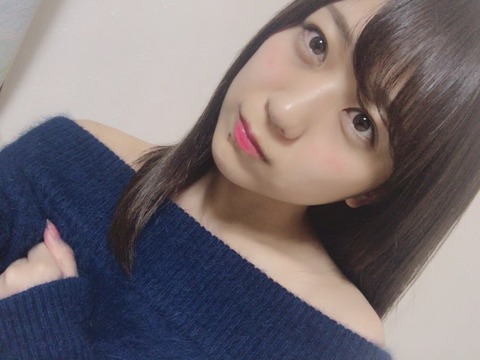 【AKB48】篠崎彩奈のオフショル画像がエロ過ぎる!!!