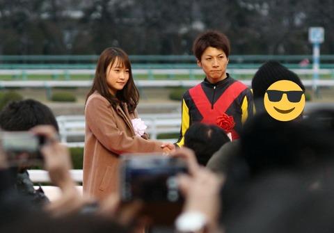 【朗報】川栄李奈、超久々の握手キタ━━━(゚∀゚)━━━!!