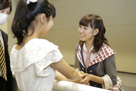 【悲報】NMB48全国握手会、ミニライブなしでひたすら握手のみ