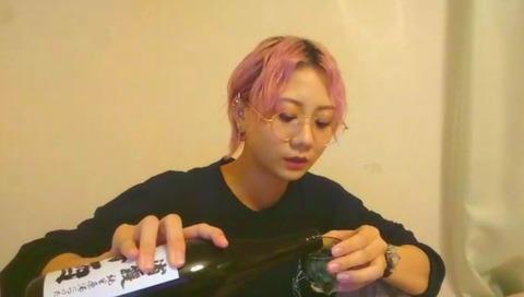 【悲報】SHOWROOMで日本酒手酌配信をしてBANされる強者メンバー現るwww【SKE48・古畑奈和】