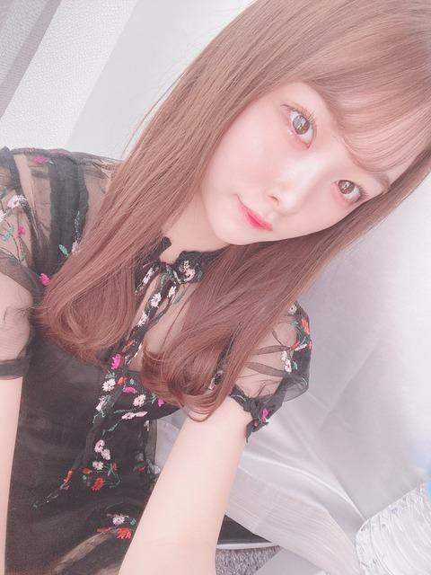 【悲報】AKB48達家真姫宝さんが上げた3枚の写真、違いが分からない