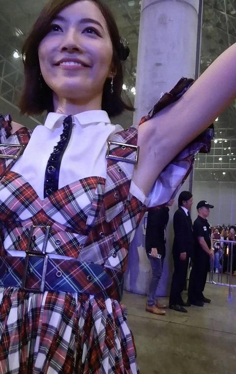 【悲報】SKE48松井珠理奈さん、ノースリーブ解禁「無理」「顔が大きすぎ」など大不評
