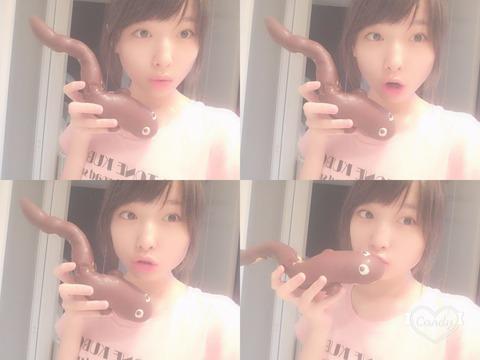【画像あり】AKB48久保怜音ちゃん(12)が黒光りした太長い○○○を・・・