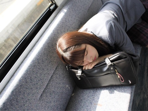 【HKT48】栗原紗英「#彼女と電車で登校中にうとうとしながら寝ちゃったなう に使っていいよ」