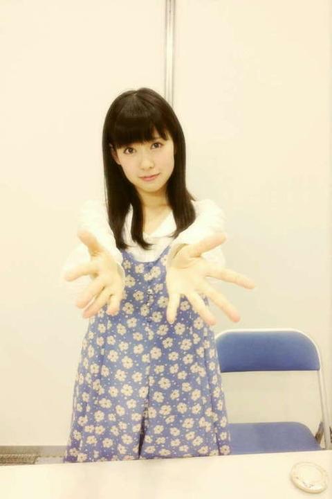 渡辺美優紀さん、鼻血を振り撒く【握手会】