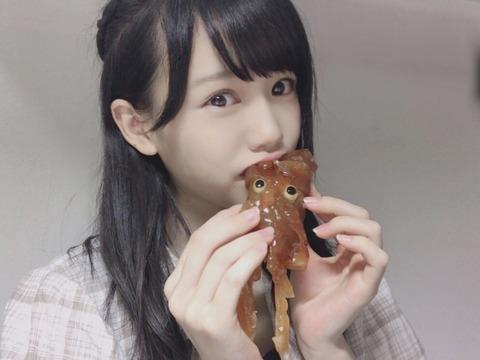【HKT48】なっぴこと運上弘菜ちゃん、イカを頭から食らうwww