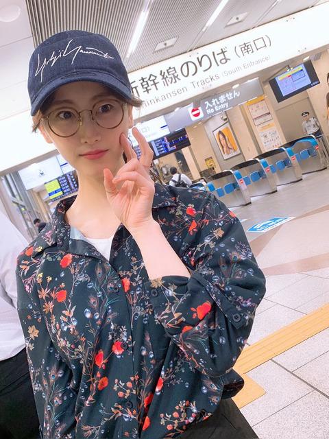 【画像】松井玲奈さんがロリロリ美少女と名古屋駅でいちゃいちゃしてる
