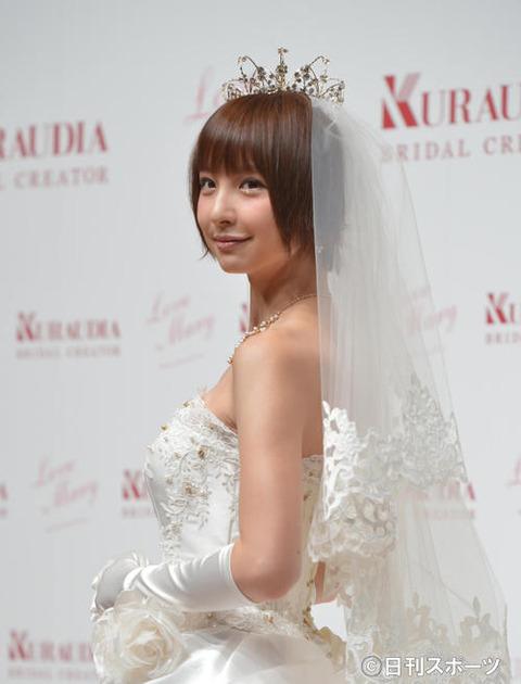 【朗報】篠田麻里子、一般男性との結婚を発表。交際0日でプロポーズ