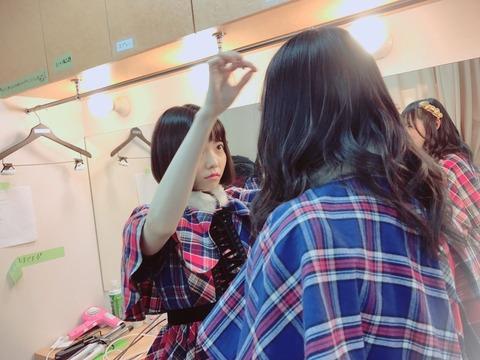【AKB48】ぱるるに前髪をセットして貰って緊張してるさややが可愛い【島崎遥香・川本紗矢】