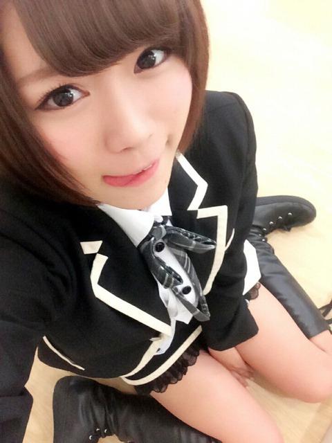 【SKE48】この画像スカート履いてないように見えるんだがwww【山内鈴蘭】