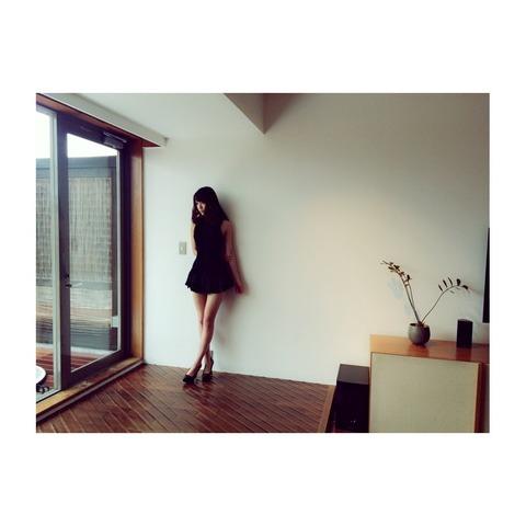 【朗報】みんな大好きれなっちの美脚満載オフショットキタ━━━(゚∀゚)━━━!!【AKB48・加藤玲奈】