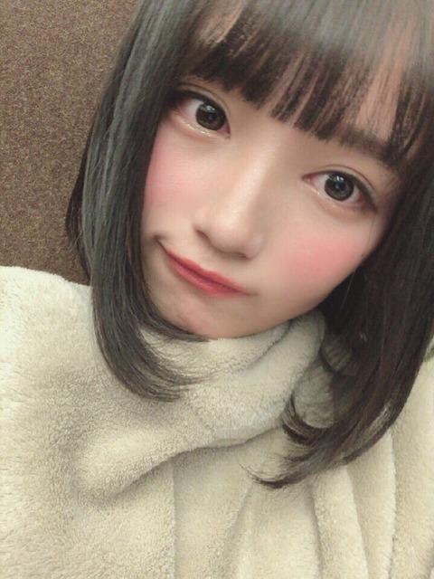 【朗報】AKB48矢作萌夏ちゃんがモバメで谷間を晒してくれた!!!