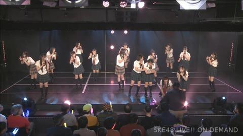 【悲報】SKE48の公演でメンバーの転落事故が発生した模様!【浅井裕華】