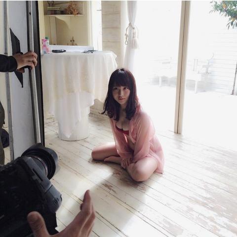 【画像あり】AKB48高橋朱里のオフショットおっπがすげえええぇぇぇ!!!