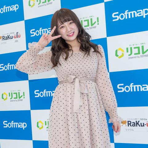 【画像】元AKB48高橋がソフマップデビュー!!!