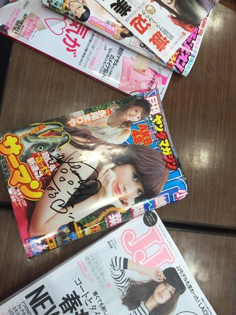 【AKB48】何でスタッフのおじさんが小嶋さんのサインを完璧に書けるんだろう.....あっ(察し)