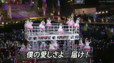 【AKB48】単独コンサートで初登場した ビグザムみたいな巨大トロッコ ワロタwww