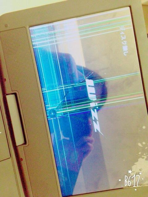 【悲報】SKE48小石久美子のDVDプレイヤーの液晶が公演中に「なぜか」割れる