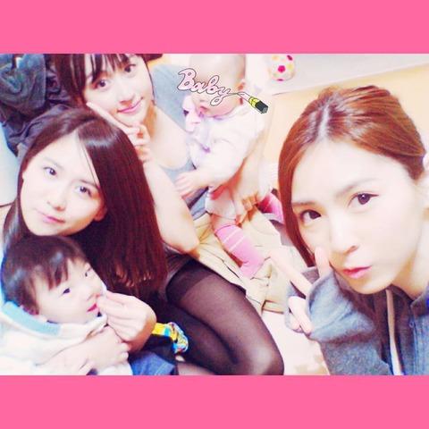 【元AKB48】小森美果がエロい格好で子守してるぞwww