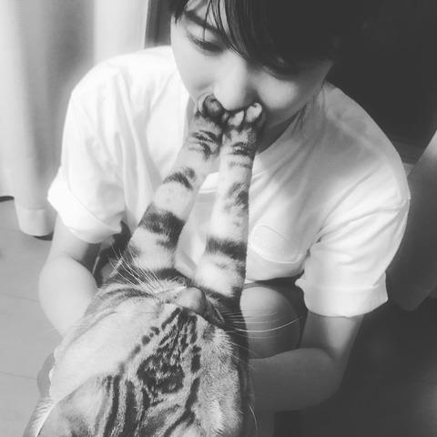 【悲報】ゆいはん、ビスに全力で拒絶されるwww【AKB48・横山由依】