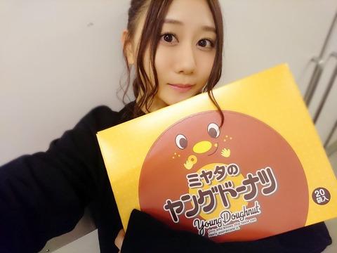【SKE48】古畑奈和さん、大量のヤングドーナツをゲットする