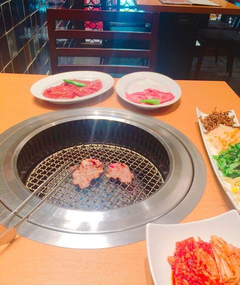 【悲報】さくらたん、平日夕方に寂しく一人焼肉【HKT48・宮脇咲良】