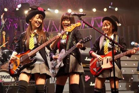 なぜAKB48Gの曲はエレキギターメインの曲ばかりなのか