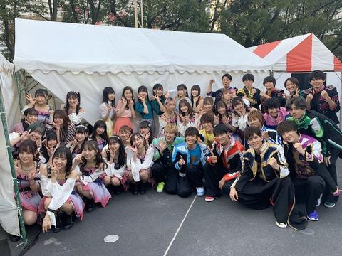 【朗報】SKE48メンバーがイケメン軍団に囲まれて満面の笑みwwwwww
