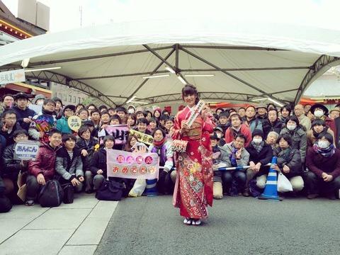 【朗報】神田明神で入山杏奈がファンに接近して記念撮影
