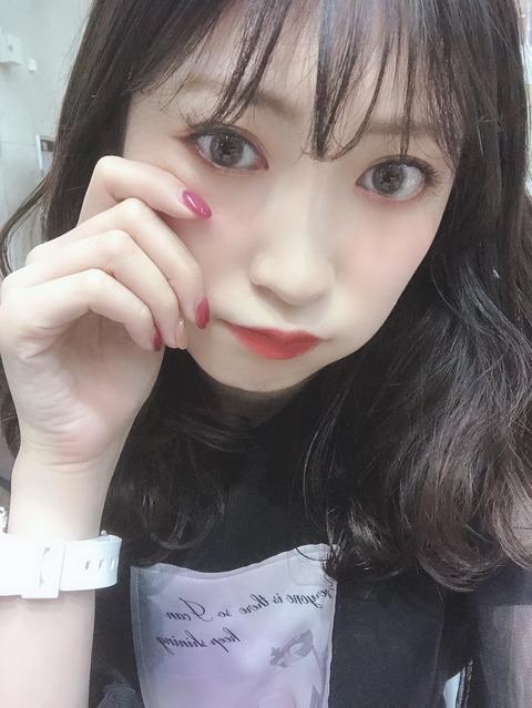 【悲報】女子からの絶大な人気を誇る吉田朱里さん、当日券での握手会参加を呼びかけ