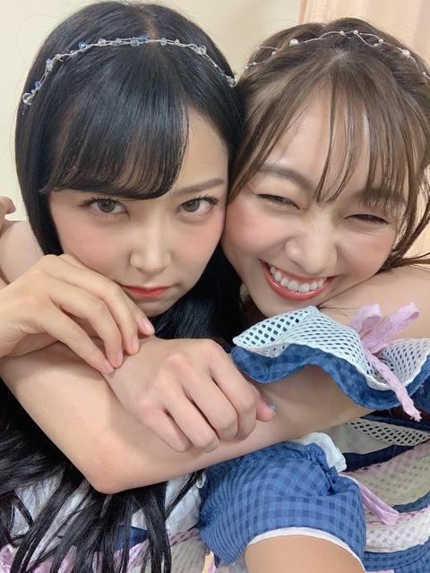 【画像】須田亜香里が白間美瑠にスリーパー