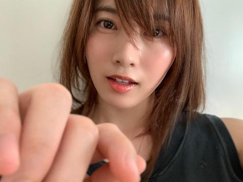 【悲報】AKB48岡部麟ちゃんがキモデブハゲと踊る動画www