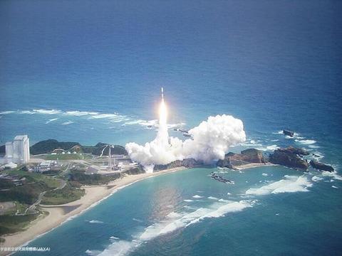 【AKB48】岡部麟と倉野尾成美が種子島でロケット打ち上げを見守る