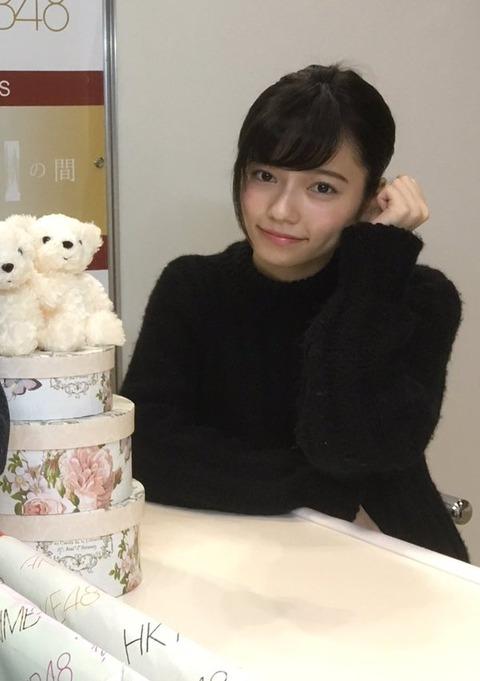 【朗報】島崎遥香さん、にっこりポーズをきめる神対応で写メ会完走!!!