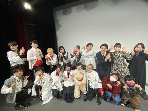 【悲報】吉本坂46の定期公演でクラスター発生!メンバー12人感染