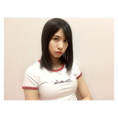 【SKE48】女の子がTシャツ着た時に胸部分に出来る(   三   )【荒井優希】