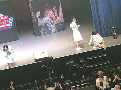 【AKB48】横山由依ちゃんがコンサート中に転倒するところをファンに撮影されてしまう