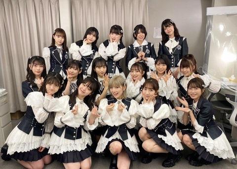 【悲報】AKB48グループでコロナになったメンバー続出してるのに今日もマスクせず集合写真を撮ってる