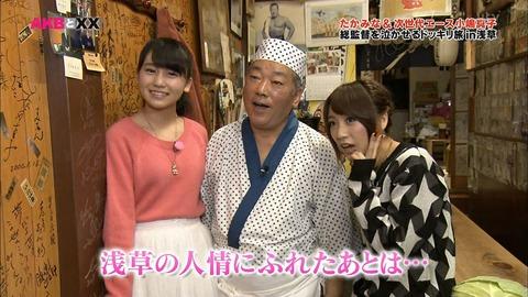 【悲報】こじまこがオッサンに胸を押し当てるw【AKB48・小嶋真子】